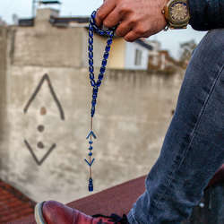 ÇUKUR | Kapsül Kesim Mavi Sıkma Kehribar Tesbih