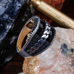 Oniks Taşlı Düğüm İşlemeli Gümüş Yüzük